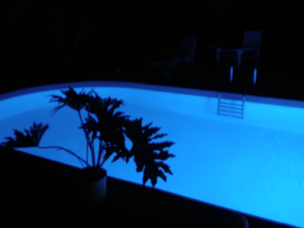 Pool mit blauer LED Beleuchtung